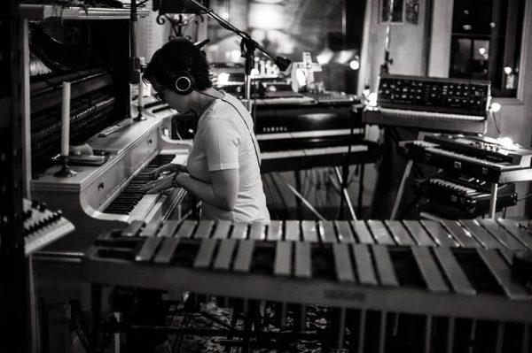O piano é seu companheiro desde os 2 anos de idade / Foto: Internet