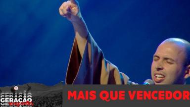Frei Gilson canta 'Mais que vencedor' no Encontro Jovens Sarados 2019
