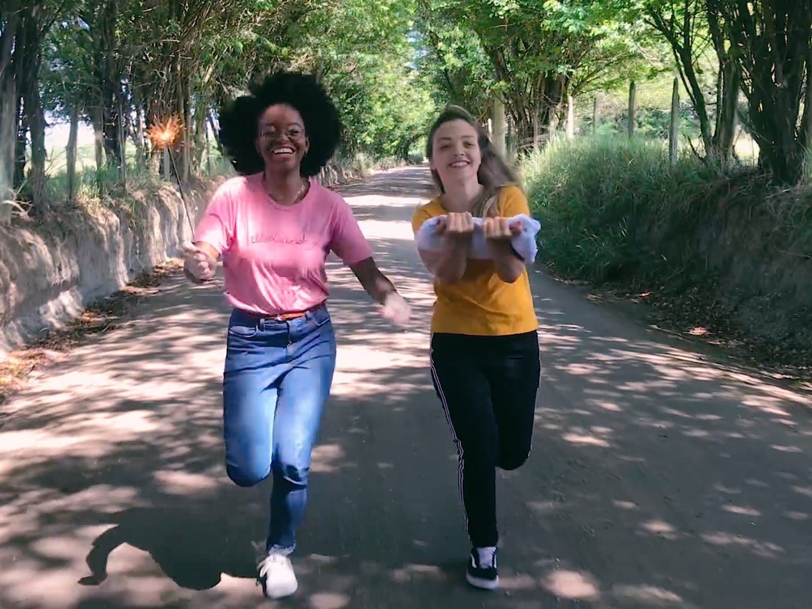 Jovens correndo