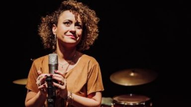 EXCLUSIVO: assista ao novo clipe de Ana Lúcia