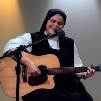 És o Meu Socorro Irmã Ana Paula Cantarolando