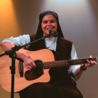 Irmã Ana Paula canta Não Dá Mais Pra Voltar no programa Cantarolando