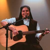 Reze e cante a canção Sopra em Nós interpretada por Irmã Ana Paula