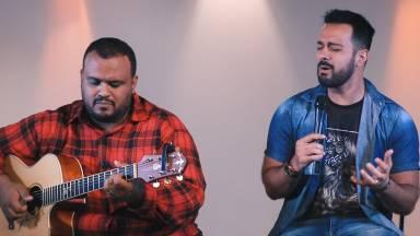 Thiago Tomé ministra momento de oração no programa Cantarolando