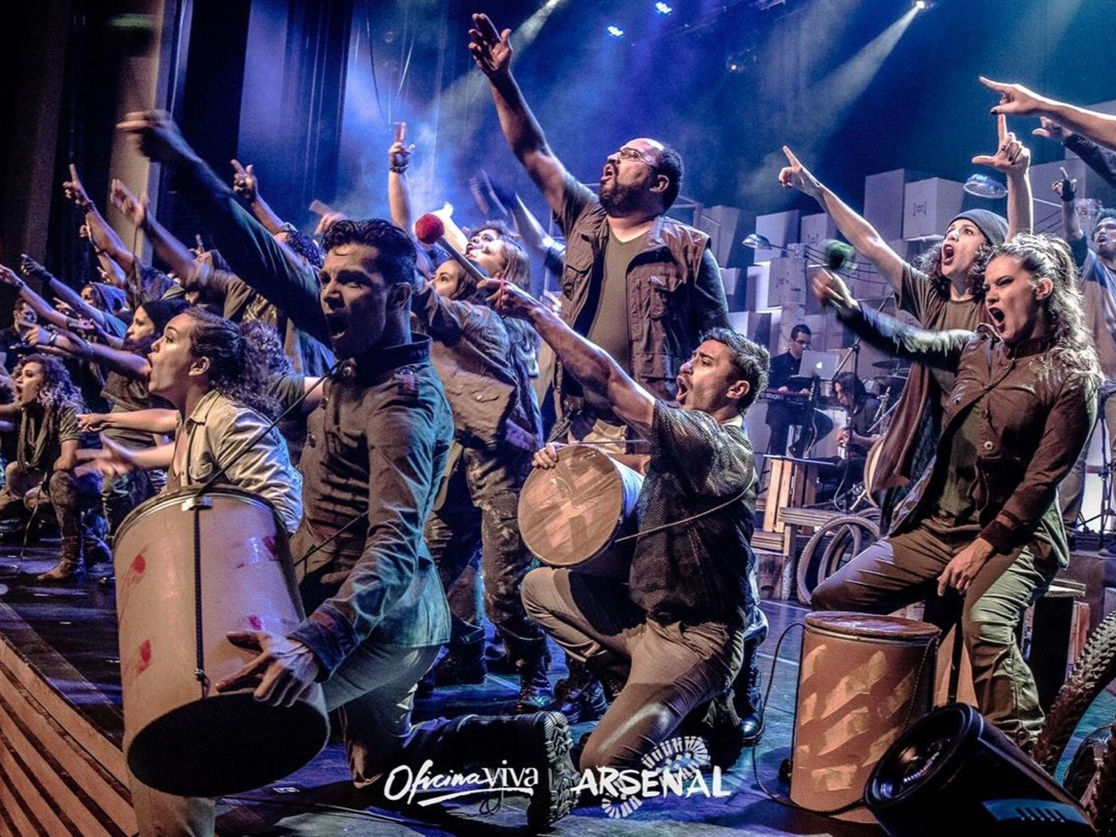 "Ziza Fernandes apresenta musical ""Arsenal - As armas da Paz"""