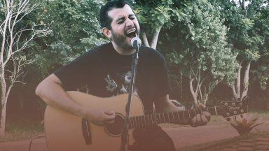 Especial Voz e Violão: Emanuel Stênio canta 'Forte é o meu Deus'