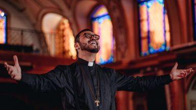 Vou confiar: assista ao clipe de padre Delton Filho