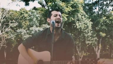 Especial Voz e Violão: Emanuel canta Mostra-nos a Tua Glória