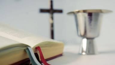 Dediquemos momentos para ficarmos aos pés de Jesus