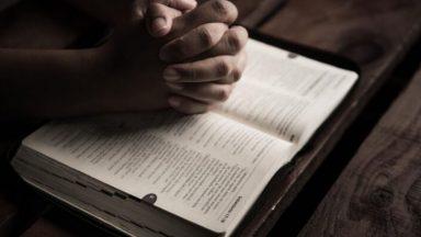 Somente Deus merece o nosso louvor e adoração