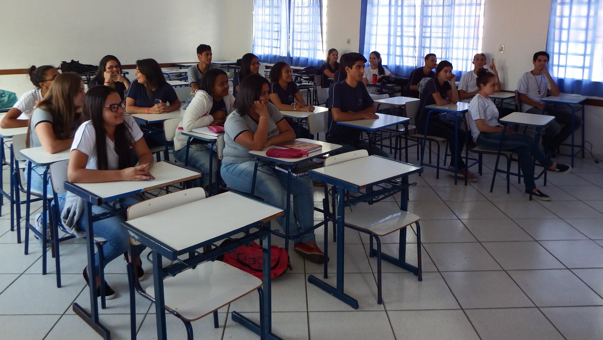 """Estudantes do Ensino Médio participam de palestra de conscientização sobre """"Semana Nacional do Trânsito""""."""