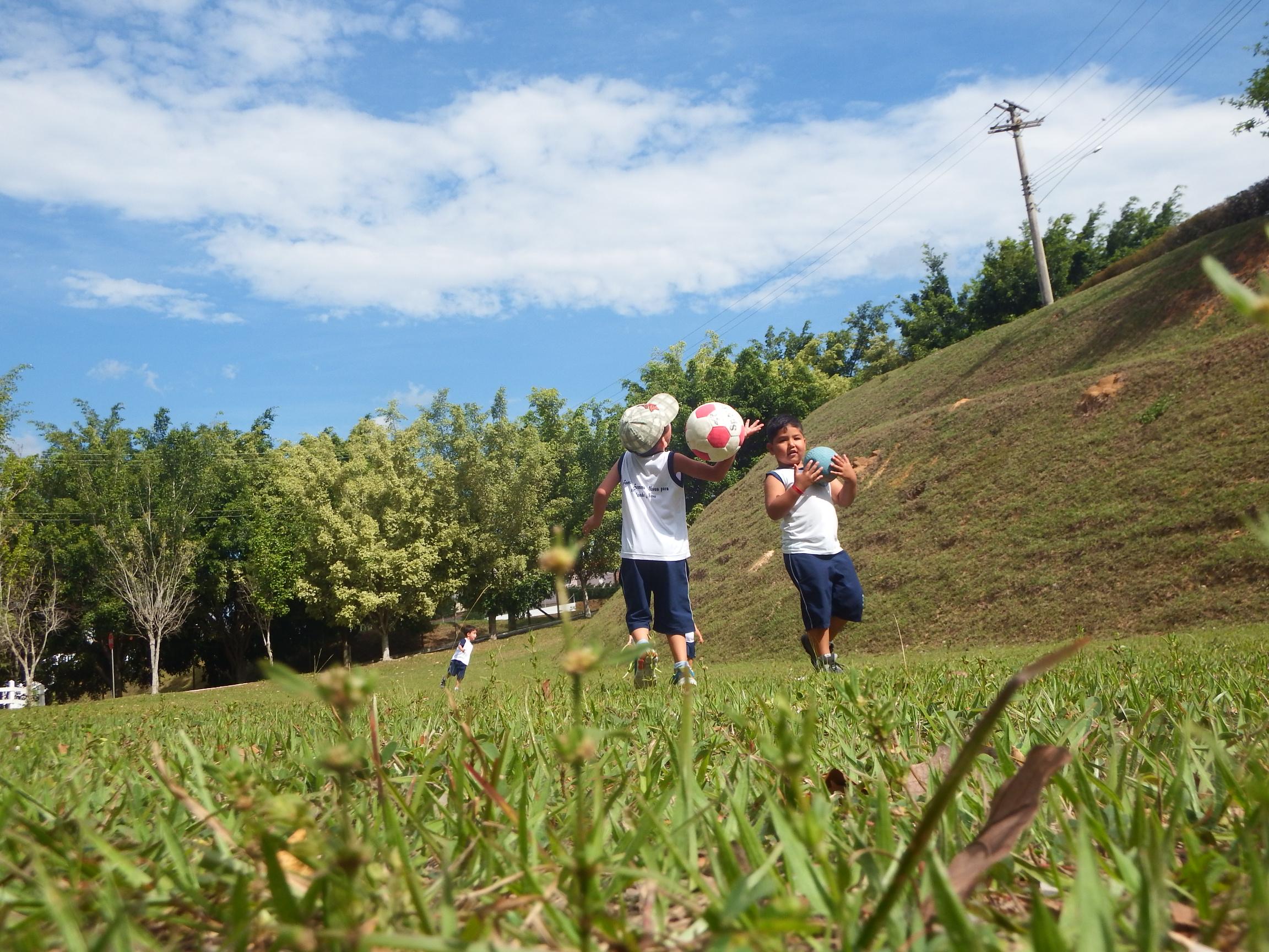 É importante que a criança tenha liberdade de brincar (Foto: Samuel Matos/instituto.cancaonova.com