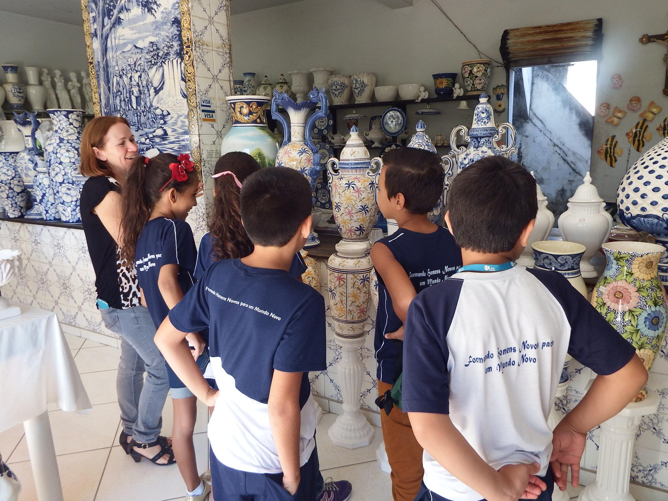 Estudantes visitam Cerâmica luso Brasil