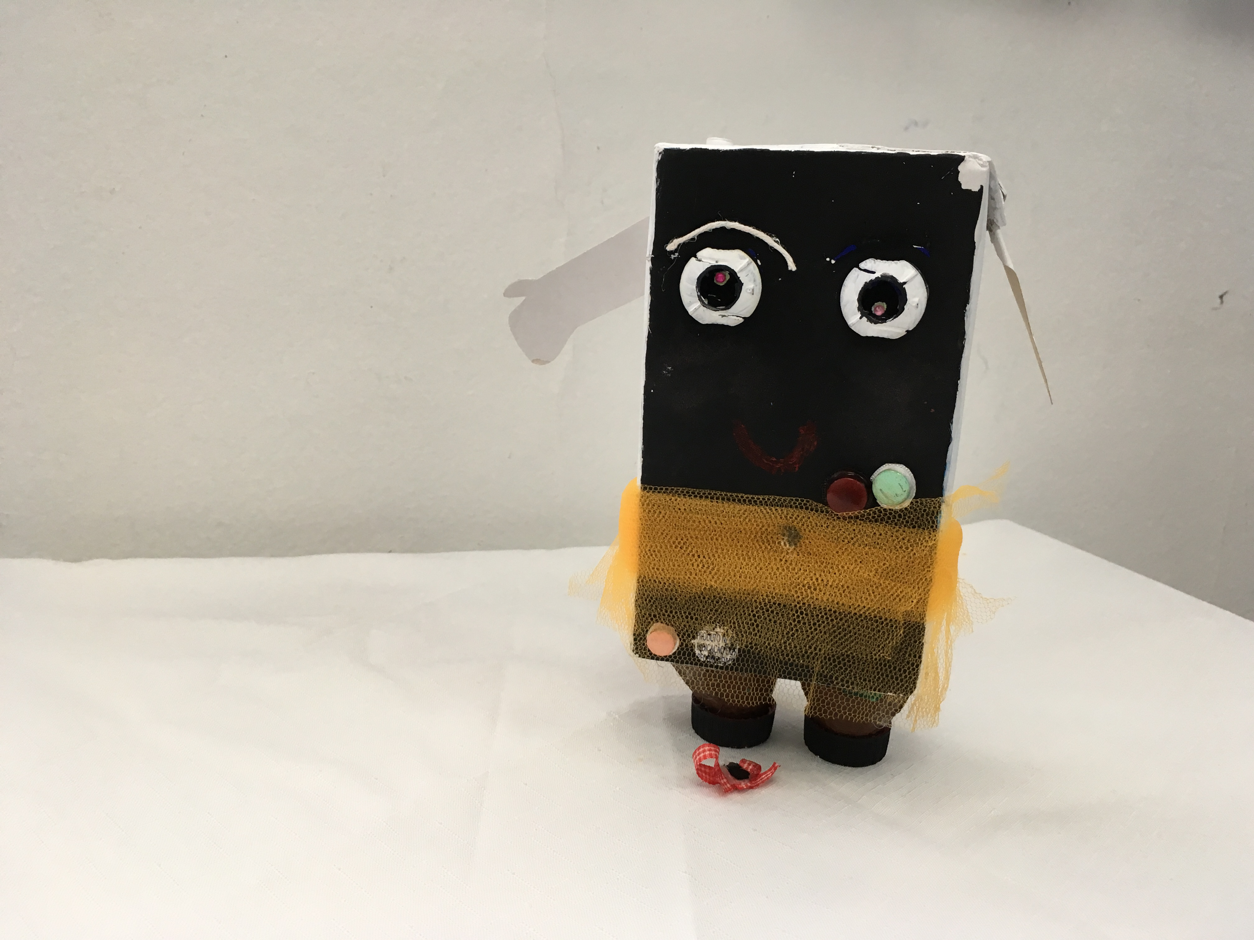 Exposição artística dos alunos do 8º ano sobre a Arte Povera | Foto: Eugênia Fraante