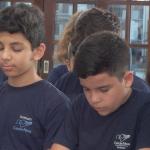 Jovens cultivam 'intimidade' com Deus em Quinta-feira de Adoração