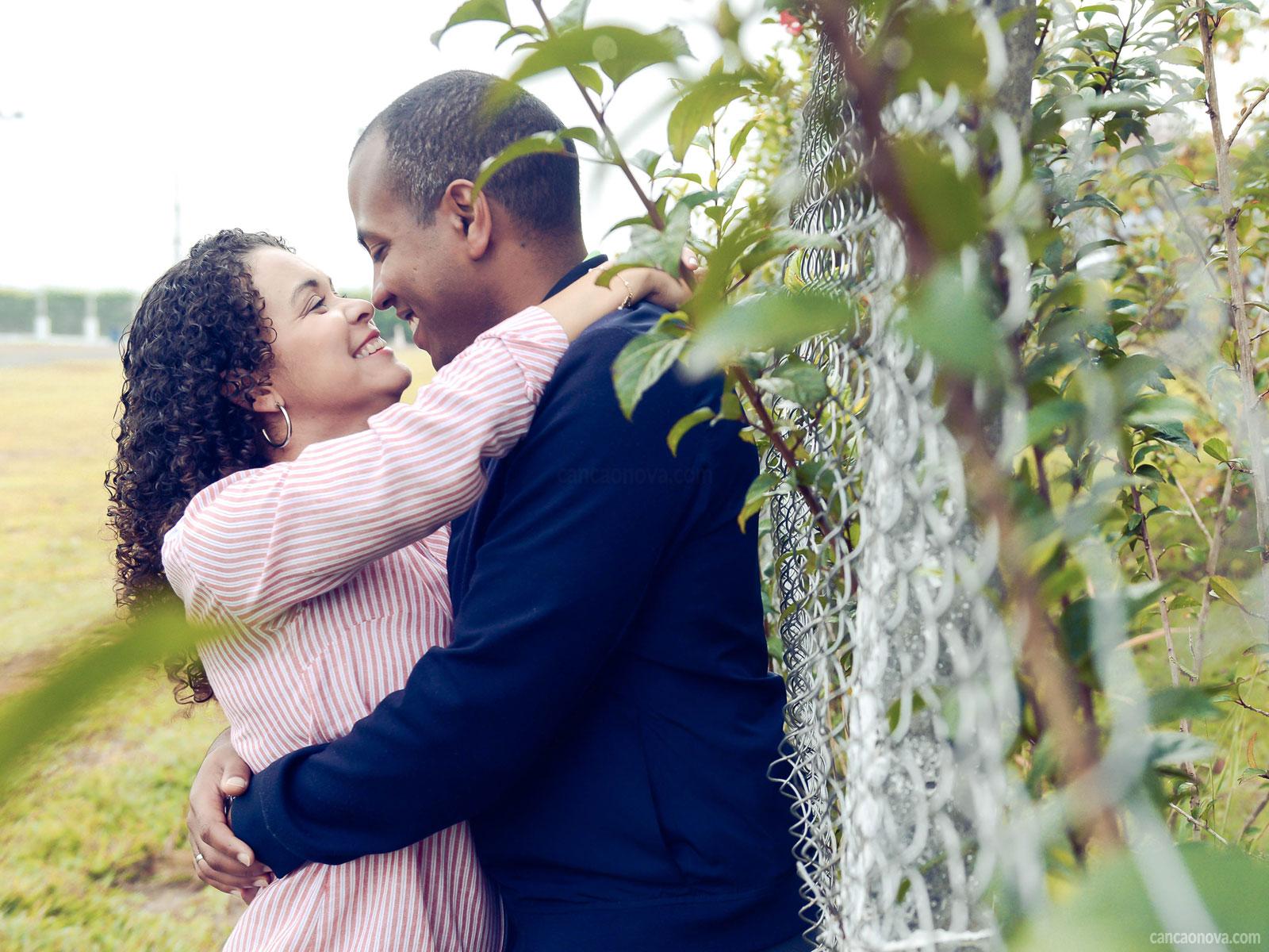 Amar-alguém-é-contemplar-o-outro-como-Deus-o-planejou