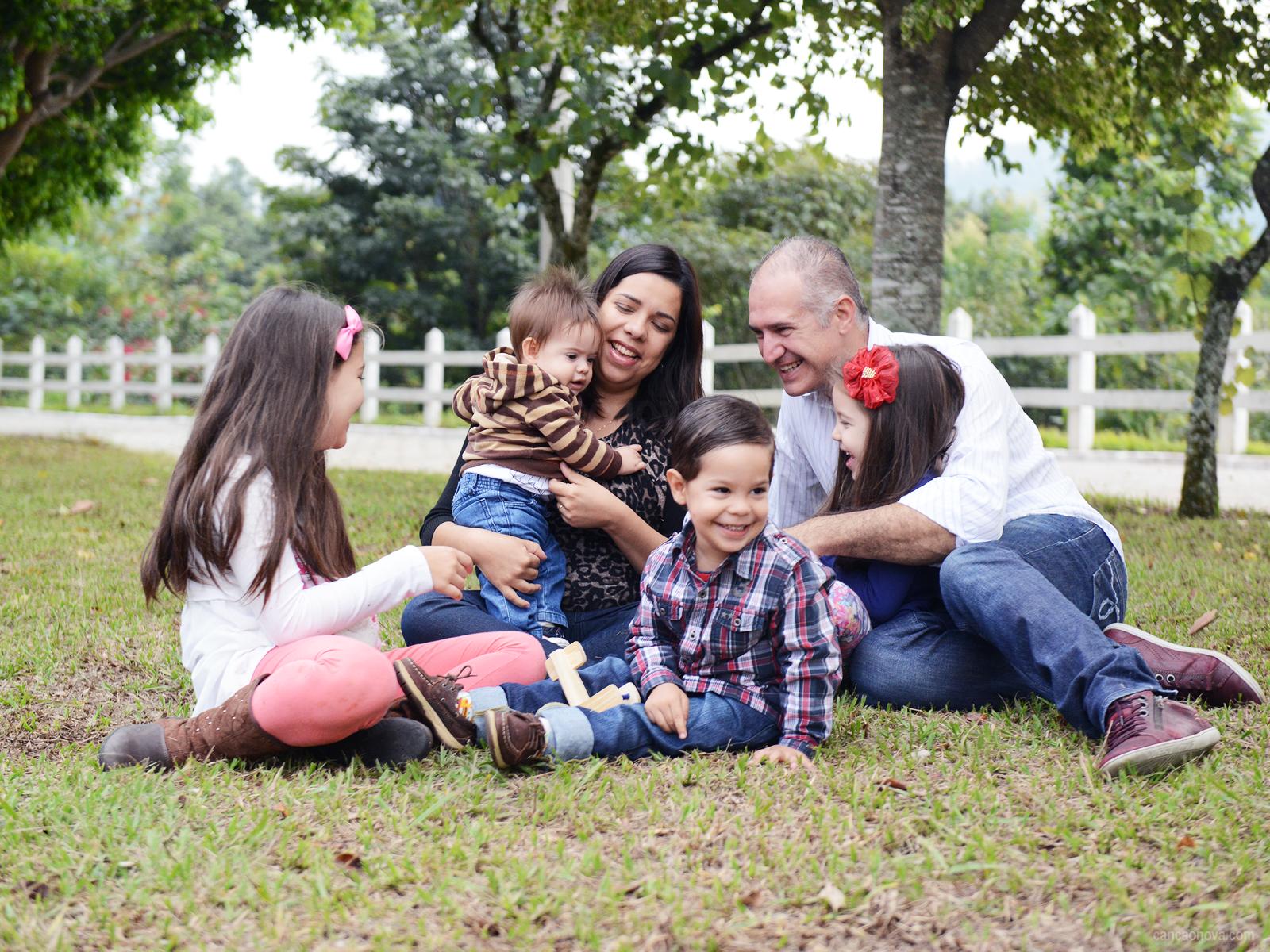 Dez mandamentos para a paz na família
