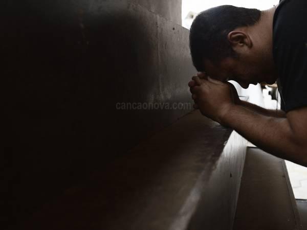 Oração de libertação pelos males que nos atormentam