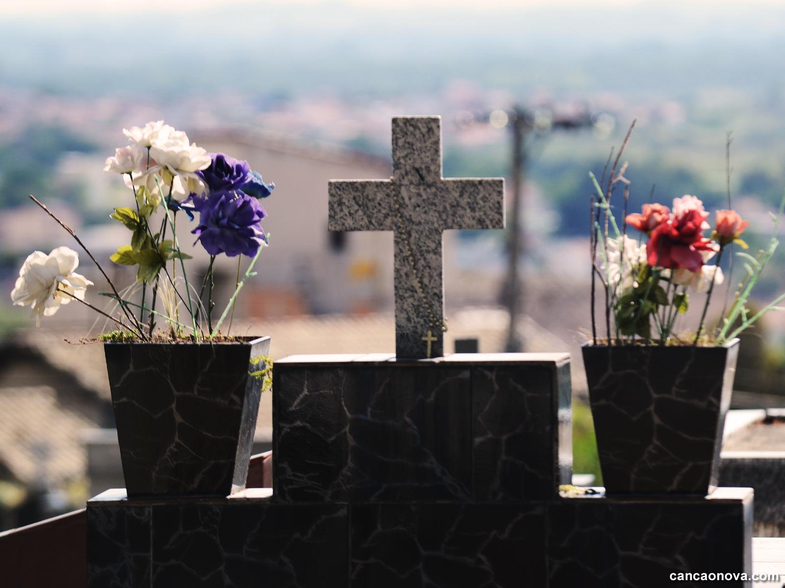 A Igreja faz oração pelos mortos