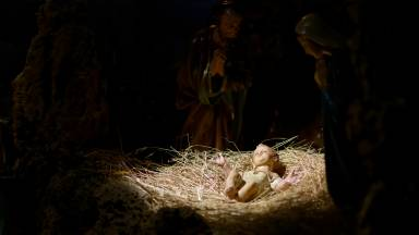 É Natal, nasce o Deus Menino