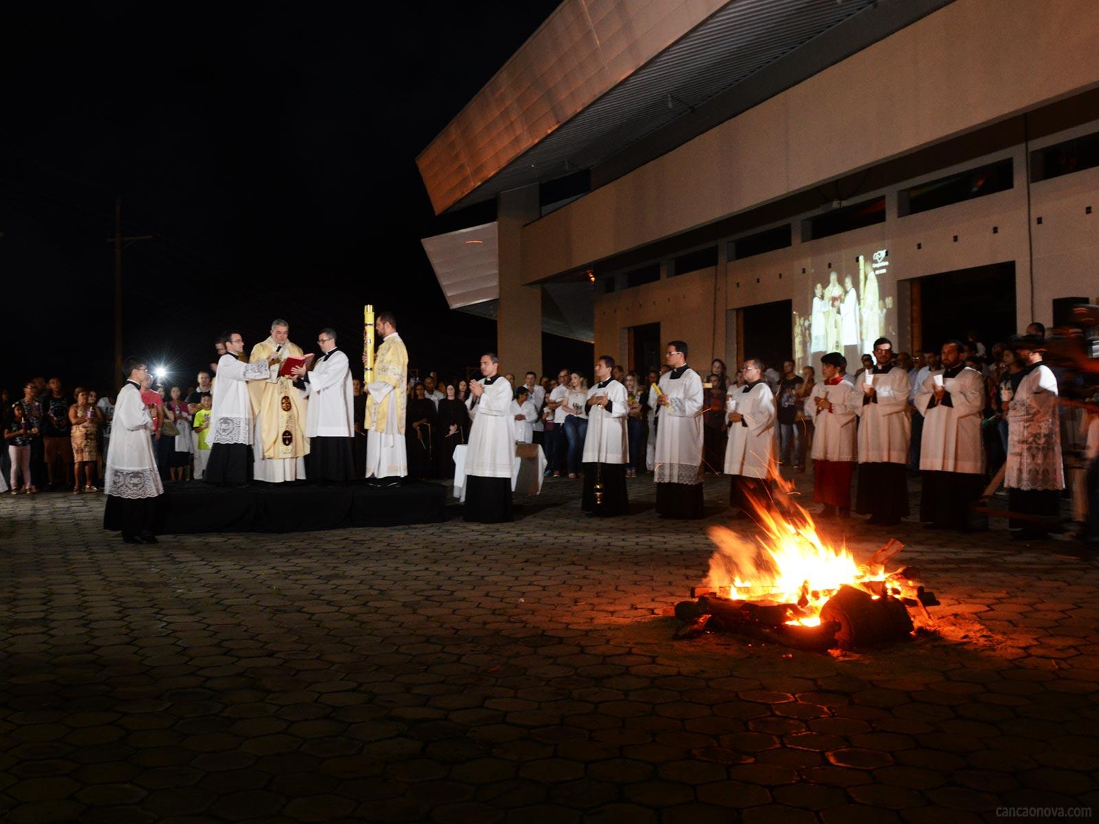 Saiba como é realizada a liturgia da Vigília Pascal