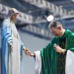 Deus nos mostra caminhos para nos aproximarmos de Maria
