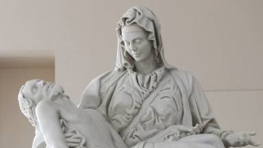 Nos braços de Nossa Senhora