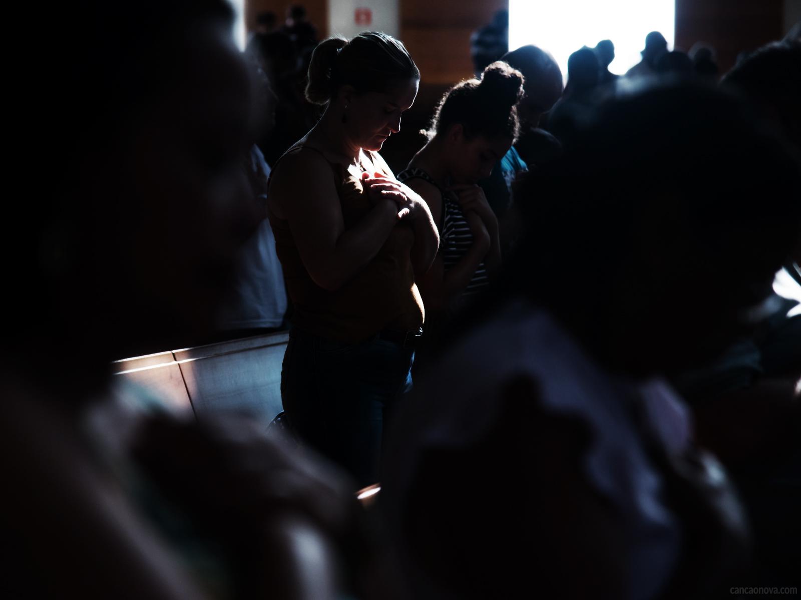 O-testemunho-de-oração-pode-salvar-as-pessoas-a-nossa-volta