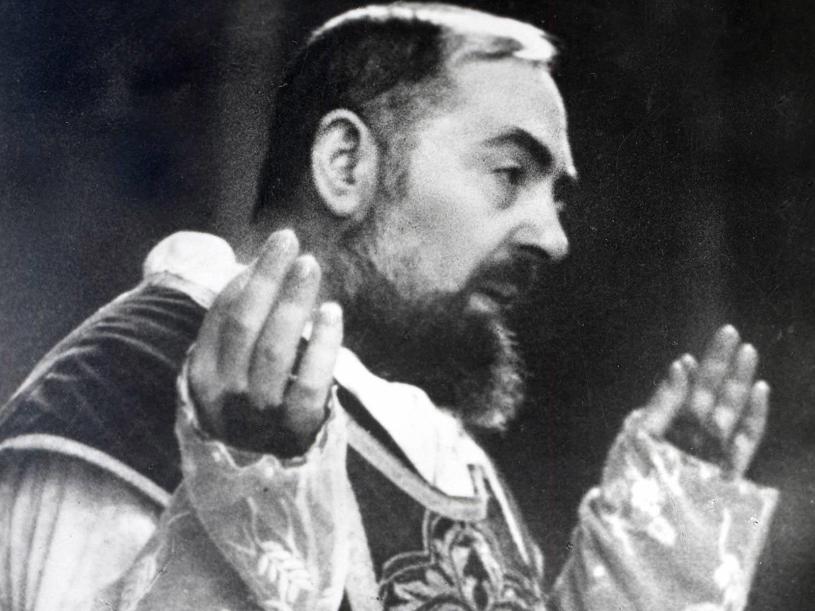 Reflita e reze com os pensamentos de São Padre Pio