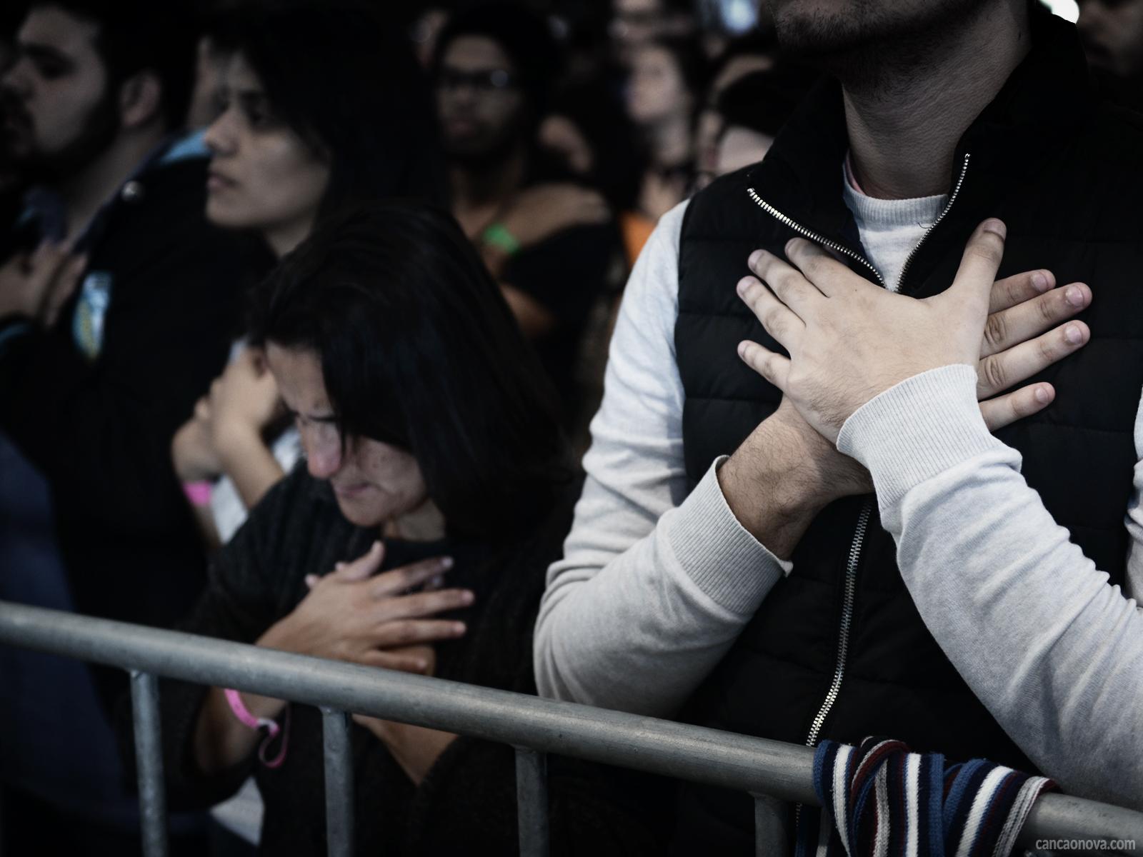 Qual é a importância da oração de intercessão na família