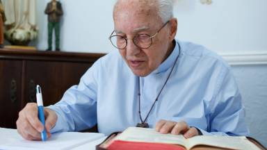 Aprenda o método de Monsenhor Jonas Abib para ler a Bíblia