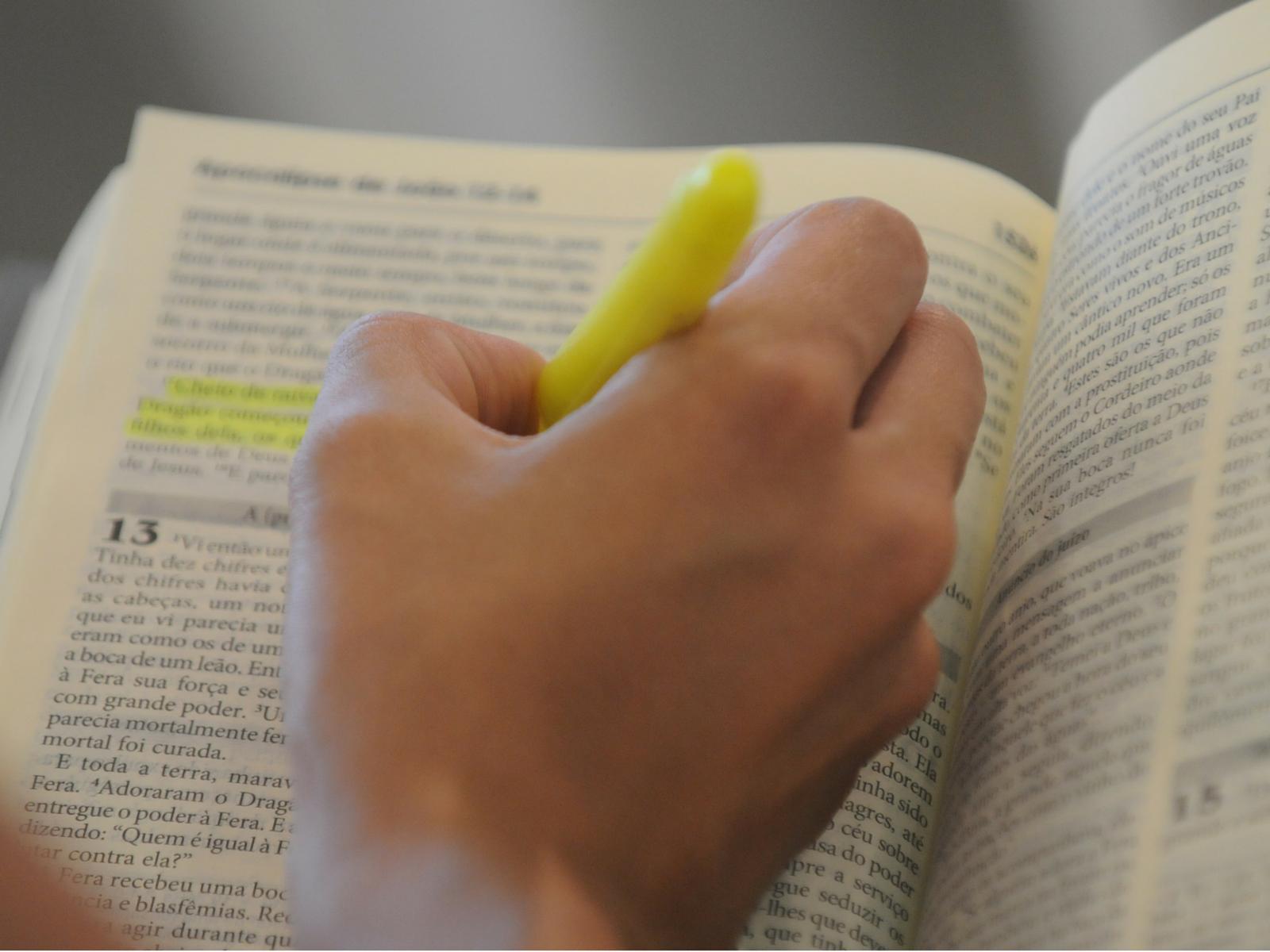 Aprenda um método para ler a Bíblia - 1200 x 1600