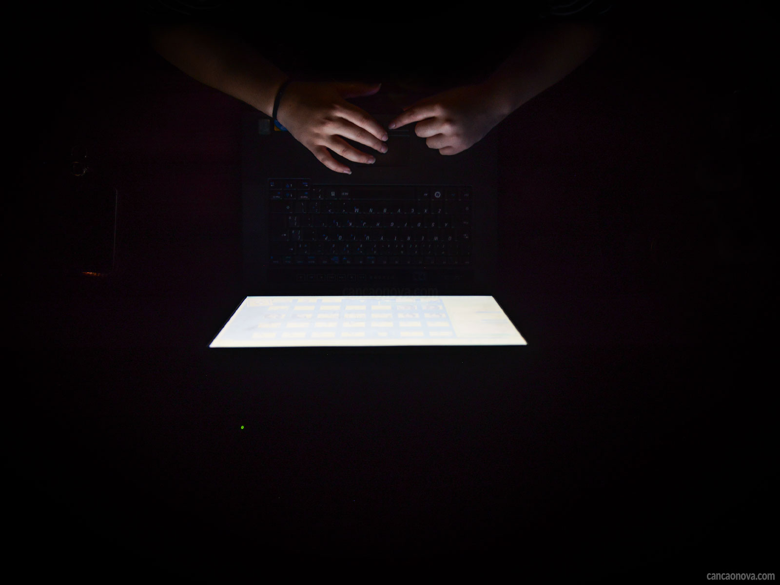 -Saiba-como-combater-a-pornografia-existente-na-internet