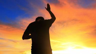 Intercessores revestidos do manto da salvação