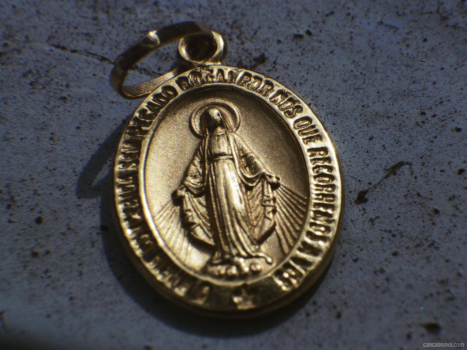 -Conheça-a-história-da-medalha-milagrosa-de-Nossa-Senhora
