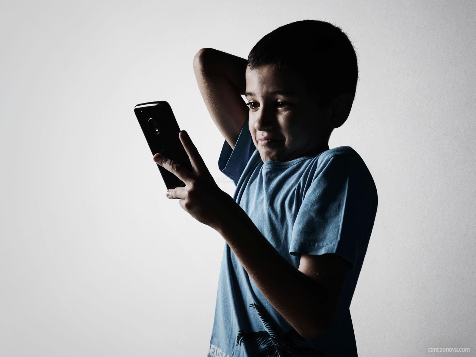 O-uso-da-tecnologia-por-crianças-e-adolescentes-e-seus-riscos