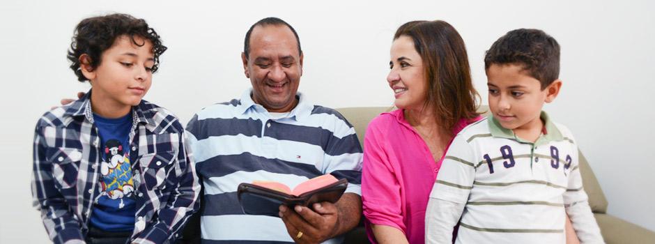 Eduque seus filhos com valores cristãos