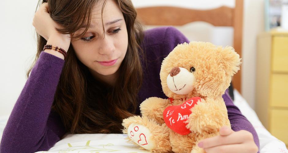 Os 4 estagios que a mulher vive com o termino do relacionamento -940x500