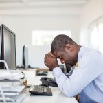 Como combater o desânimo no ambiente de trabalho?
