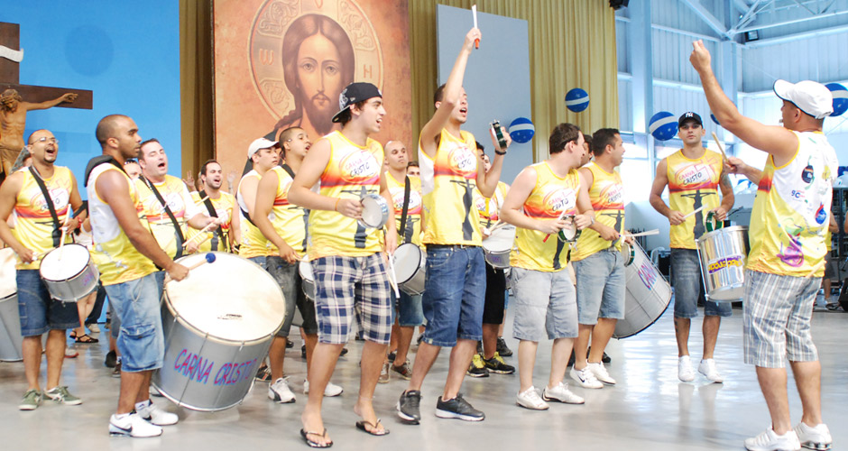 [15:56:52] Elisangela: Faça do Carnaval um espetáculo diferente em sua vida