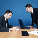 no trabalho, voce reclama ou conversa