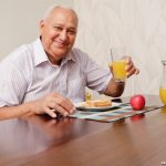 Cuidados que o idoso precisa ter com a alimentação