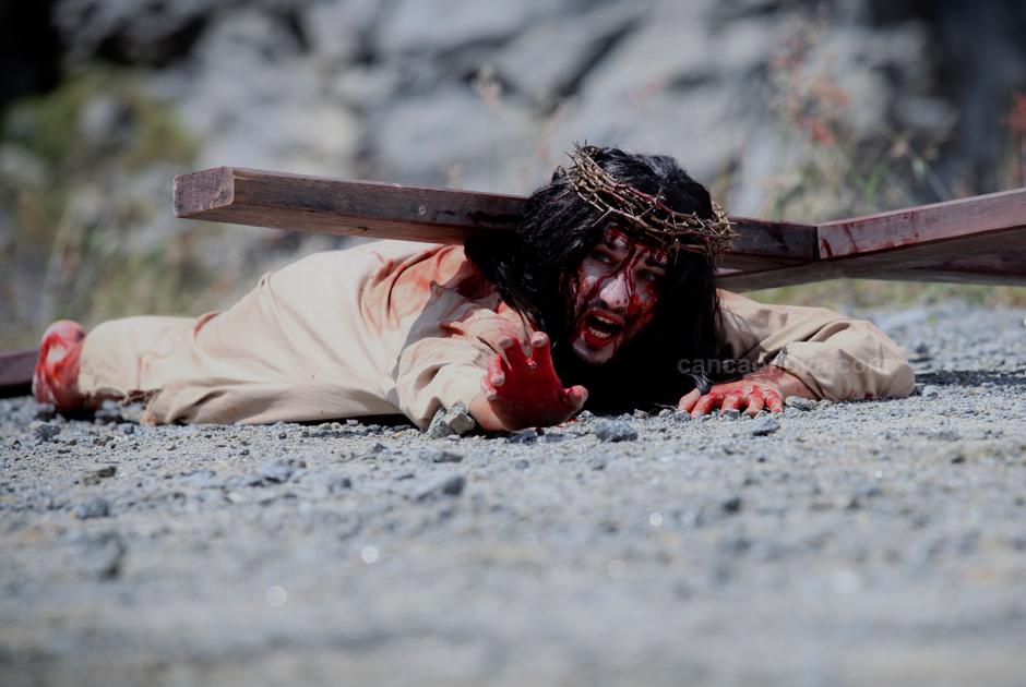 III Estação – Jesus cai pela primeira vez