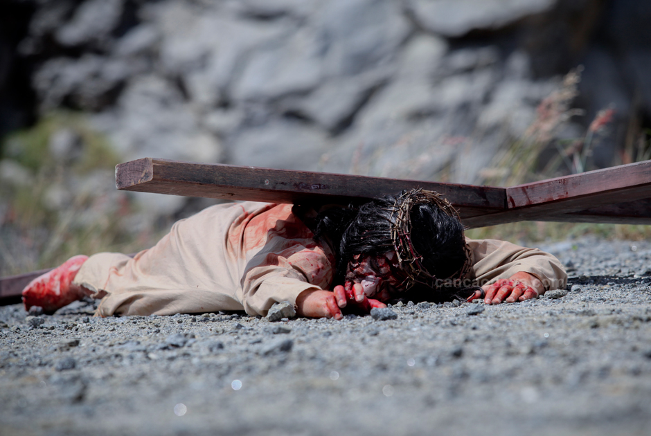 IX Estação – Jesus cai pela terceira vez