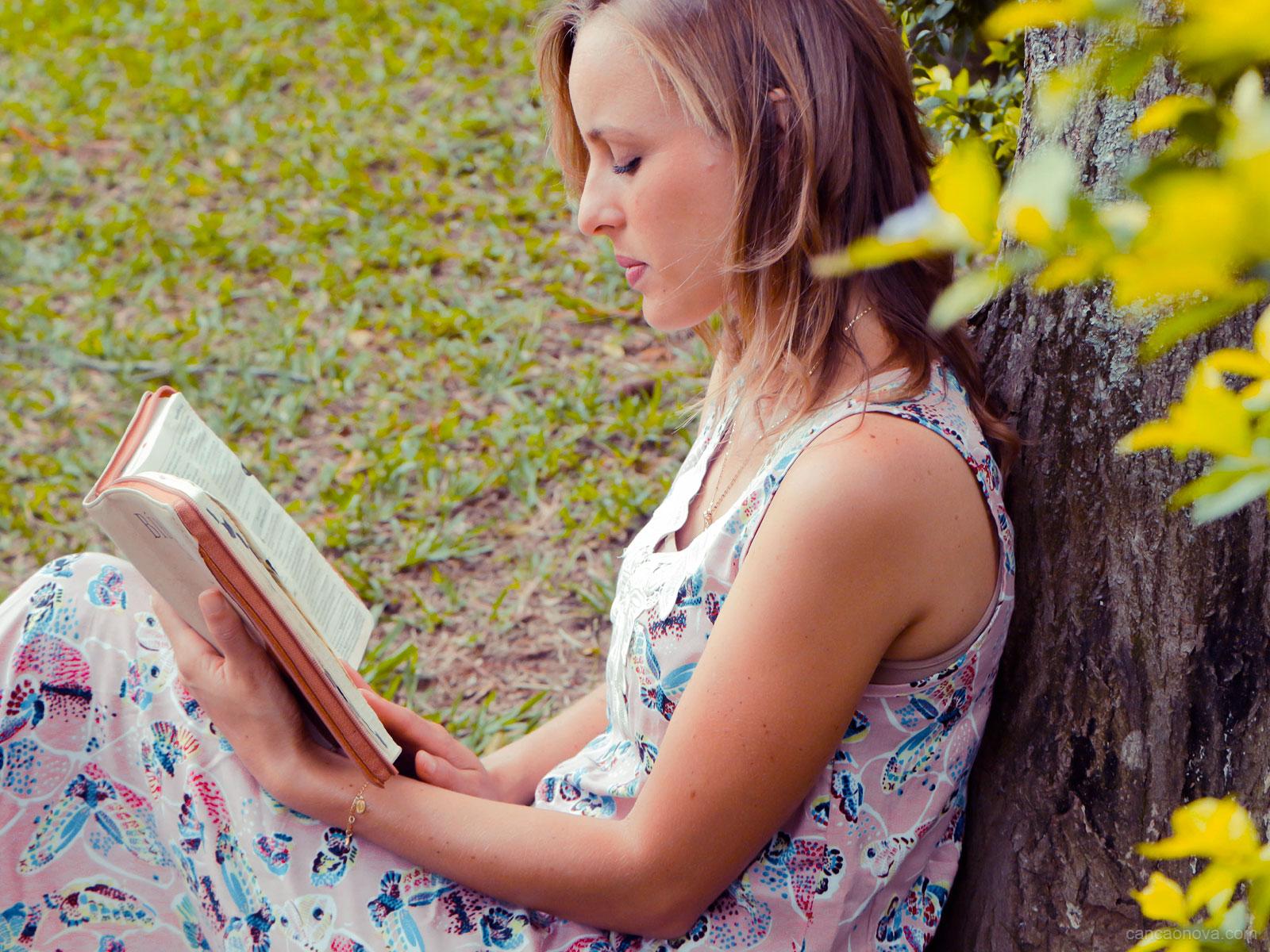 Ler-a-Bíblia-entendendo-que-tudo-converge-para-Jesus