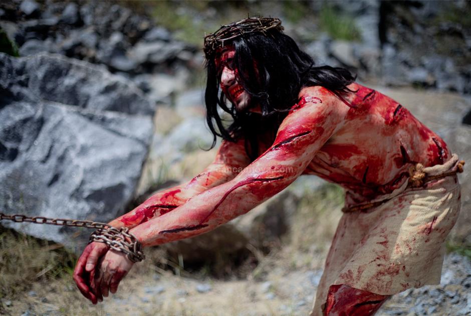 X Estação – Jesus é despojado de Suas vestes