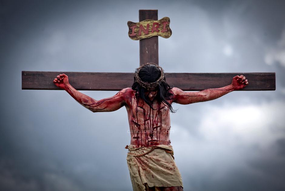 XII Estação – Jesus morre na cruz
