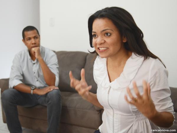 Como o homem deve lidar com a mulher na TPM