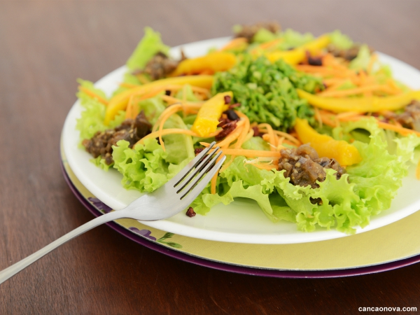 Uma alimentação saudável previne a hipertensão arterial