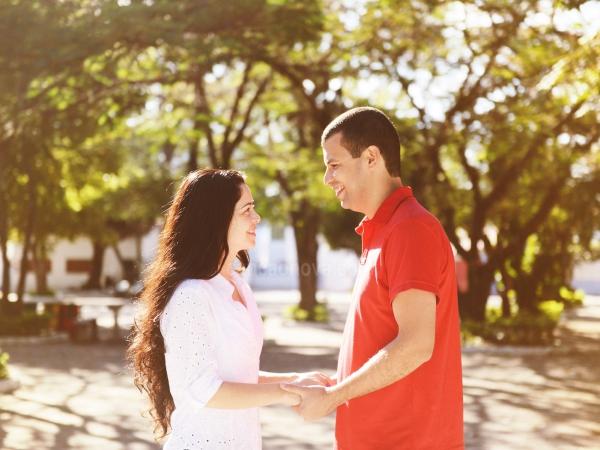 Namoro e o noivado são passos em preparação para o casamento